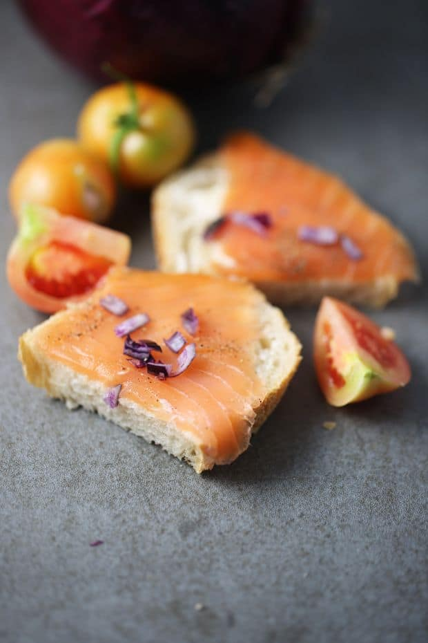 Smoked salmon sandwich with red onion