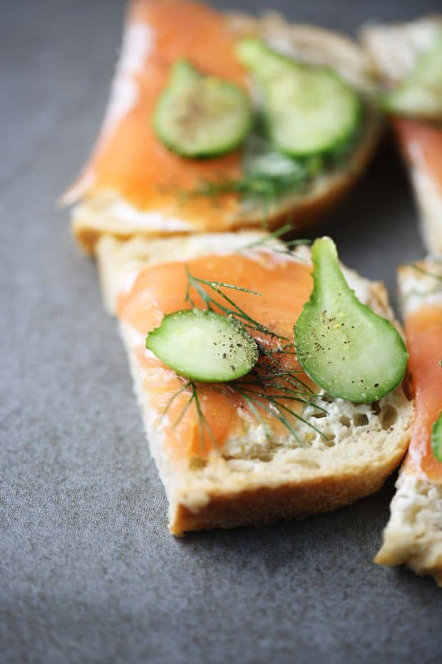 Smoked salmon sandwich dill cucumber
