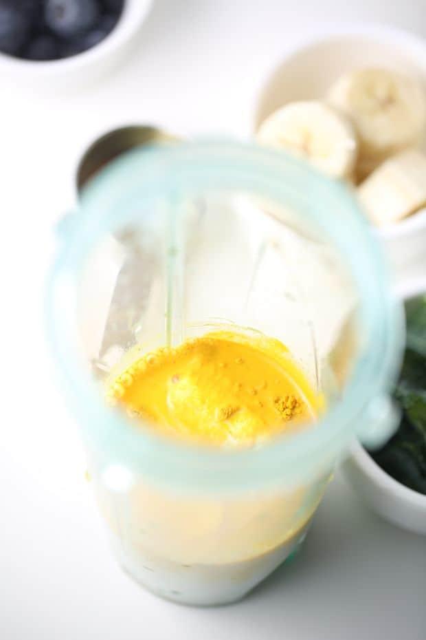 Banana,Turmeric and honey in blender